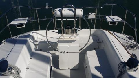 Cockpit with raised seats Catalina 320 Sailboat Charter