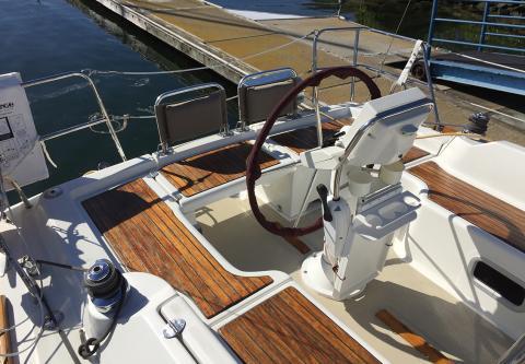 Beneteau Oceanis 31 charter sailboat