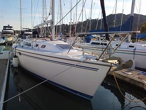 Catalina 320 Sailboat Charter | Modern Sailing School